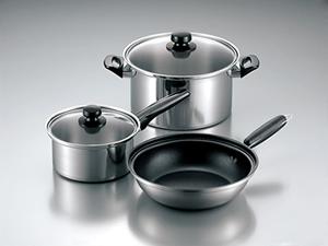 お鍋はどのサイズを買い揃えればよいのですか?